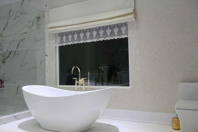 Romanetės vonioje
